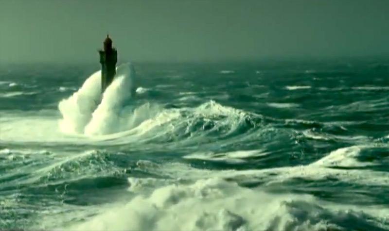 Шторм в океане видео